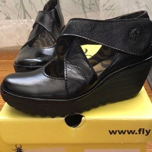 FLY London Wedge YOGO Black Patent Leather 37 NIB